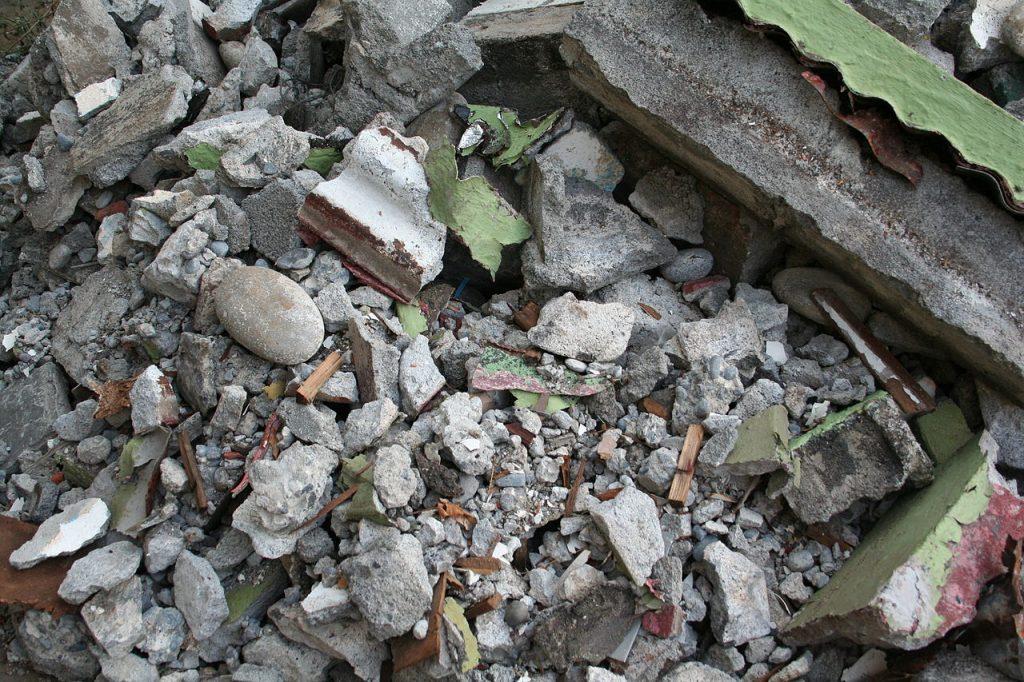 gravats sur un chantier de démolition